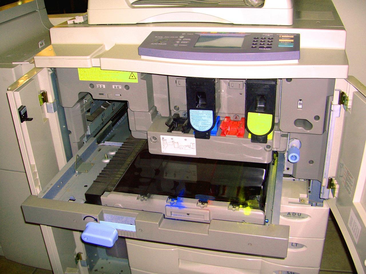 drukarka laserowa z zużytymi tonerami